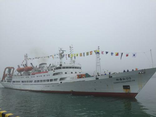 """""""蛟龙""""号搭乘""""向阳红09""""船入驻国家深海基地"""