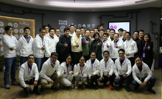 图: 深圳集训营:创赛22强项目团队在力合星空合影