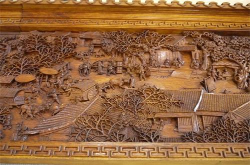 衍生品的价值已如此,《清明上河图》本尊的珍贵程度自然不言而喻,几乎已是一般的艺术品无法比拟的。