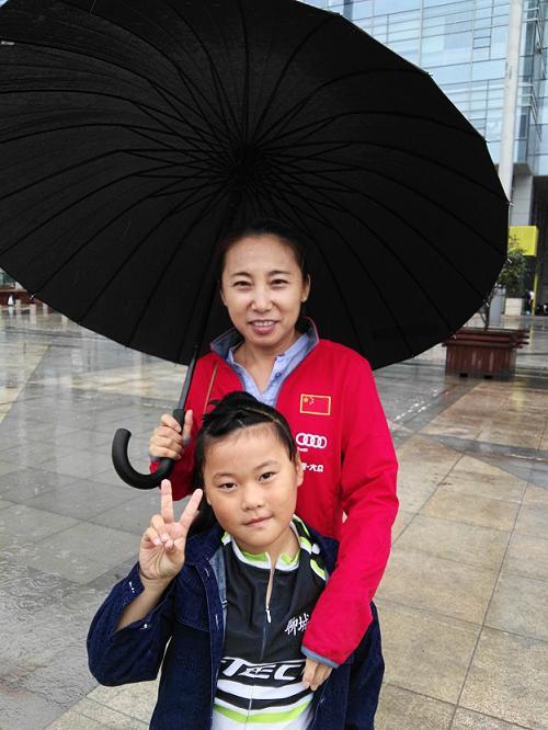 聊城轮滑女孩刘宸希与国家队短道速滑队主教练李琰