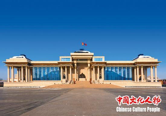 """乌兰巴托蒙古国国家宫,迎来了""""一带一路""""文化交流暨捐赠助学(蒙古行)访问团一行"""