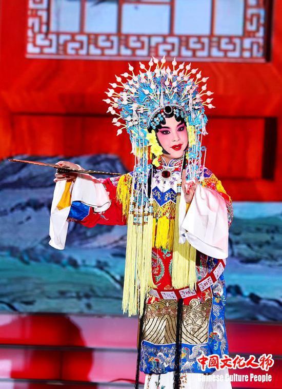 京剧新秀为来自海内外的观众表演经典曲目,展现京剧艺术的华彩韵律
