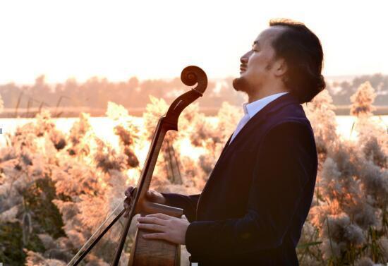 周小舟导演与他挚爱的大提琴剪影