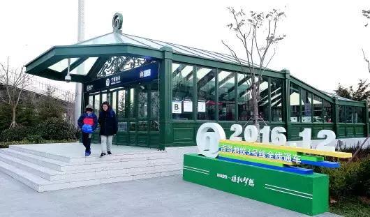 △12月18日,全省首条地铁——青岛地铁3号线全线通车,为市区新添了一条纵贯南北的快速通道。