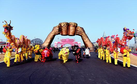 金沙滩啤酒城新春欢乐季活动火爆开场。