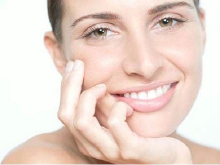 总结:去除嘴角皱纹的方法有很多,但平时的护理是关键,要养成良好的生活习惯,早晚使用美姿尔苹果干细胞,轻松赶走嘴角皱纹。