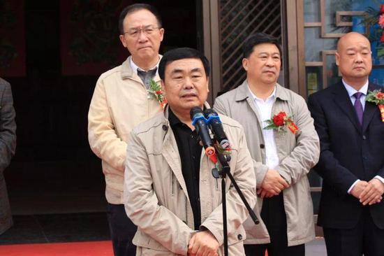 河南省美术家协会副主席张毅敏讲话