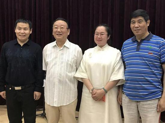 词作家万宏(左一)、歌唱家蒋大为(左二)、出品人王书敏(右二)、作曲家宝文(右一)