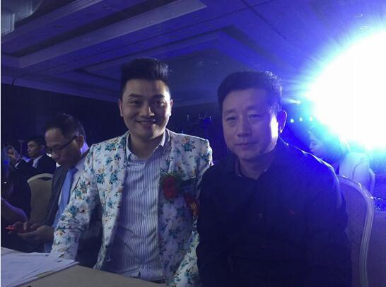 发布会上中国招商收现第一人袁亮先生与赵胜利先生热情合影
