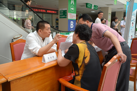 上海东方医院肝胆胰外科王旭菁医师为舟山群众义诊