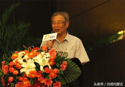 原国家物资部副部长、全国工商联原副主席兼秘书长、高级经济师桓玉珊讲话