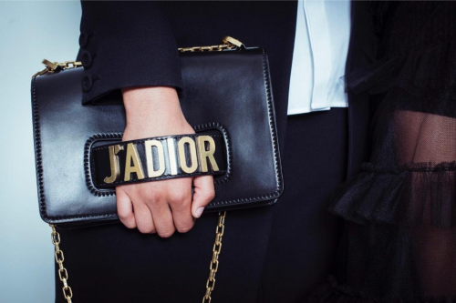 最新数据表明,Maria Grazia Chiuri为Dior带来的年轻化举措已经初步获得成功。
