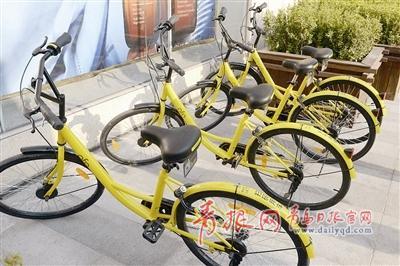 在青岛主要景区景点和交通要道共享单车随处可见。傅学军 摄