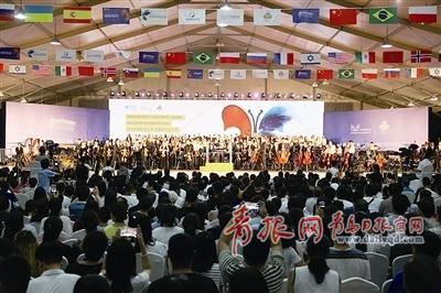 """青岛西海岸新区,奉献了20余场精彩的音乐演出,也为新区""""音乐之岛""""城市"""