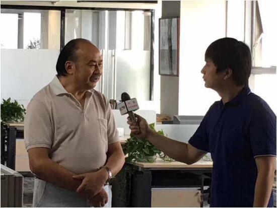 三峡燃气集团管道向社会开放,谭传荣董事长接受央视记者采访。