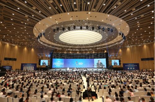 金秋九月,厦门金砖峰会余温未退,第三届全球社会企业家生态论坛又在北京盛大开幕。