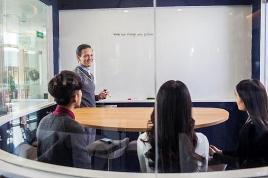 华尔街英语拥有完善的招聘体系和严格的人才选拔标准