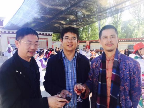 曲水县人民政府县长见证良田集团签约,并与董事长合影