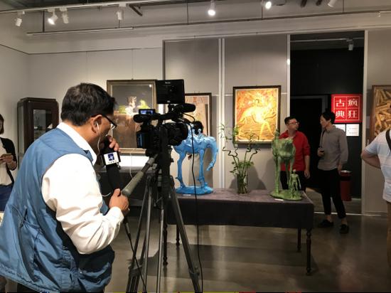 CCTV(中央数字电视书画频道)在拍摄此次展览作品