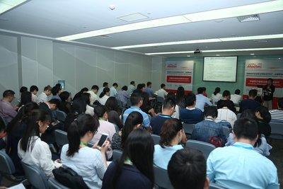 """座无虚席的""""中国医疗器械法规更新与应对""""法规峰会现场"""