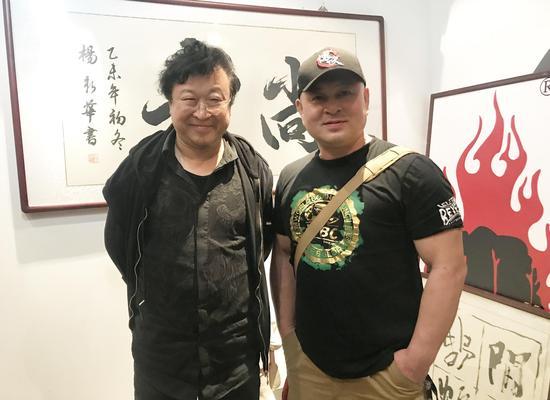 照片说明:著名词作家张俊以和国际武术搏击赛事的著名推广人和著名评论专家王汉