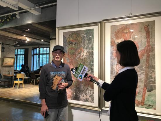 参展艺术家史良时接受CCTV(中央数字电视书画频道)等媒体采访