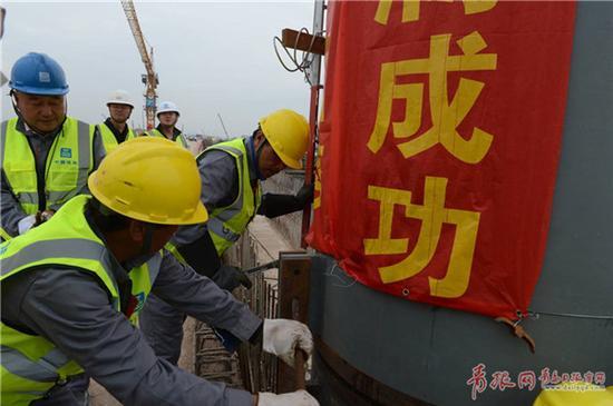 整个站房工程大约需要4万吨钢材,计划明年2月完工。