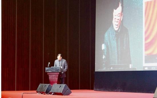 图为上一届大会时,中国工程院原副院长干勇院士作主题发言。