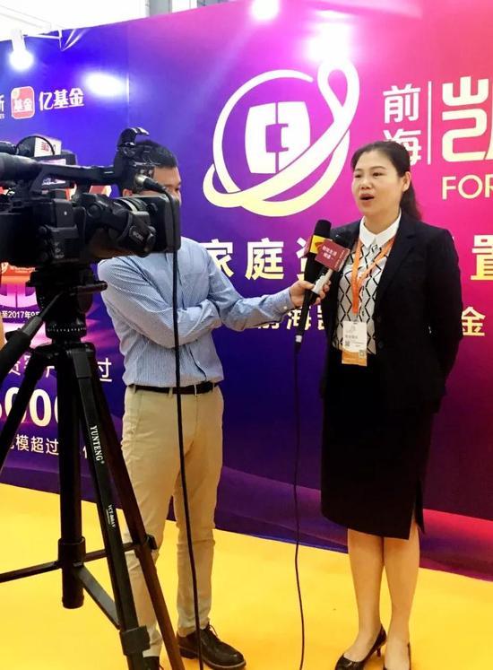 ▲胡训宇女士接受媒体采访