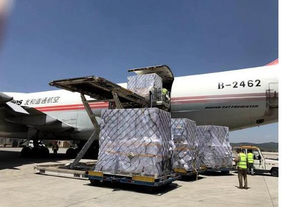 友和道通航空B747-200全货机满载100吨鲜花从昆明飞至天津