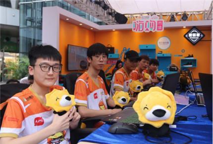SNG苏宁电子竞技俱乐部战队现身嗨购市集带来一场酣畅淋漓的竞技赛