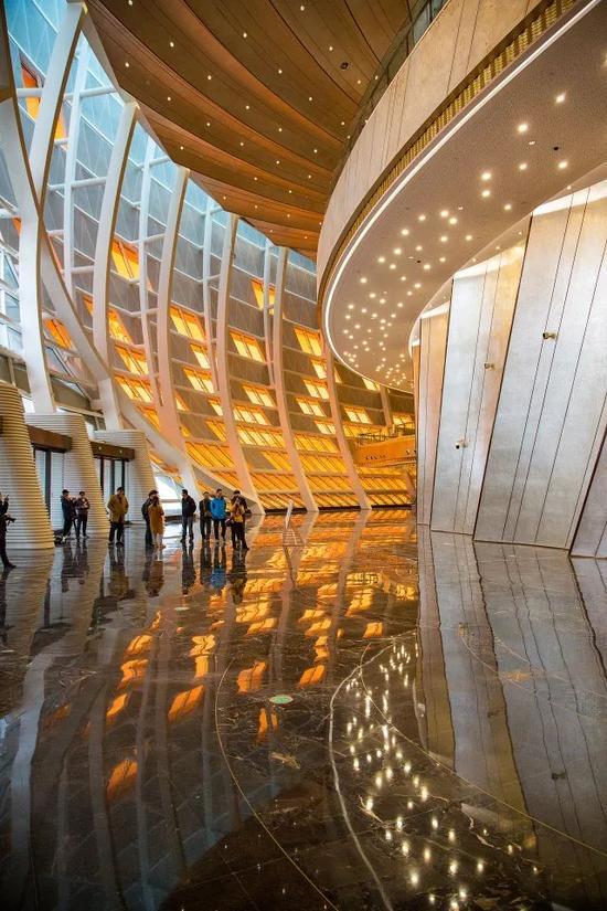 着力打造青岛西海岸新区地标性文化建筑   大剧院内部景观设计更是