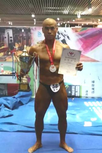 获得健美70公斤级亚军刘文杰