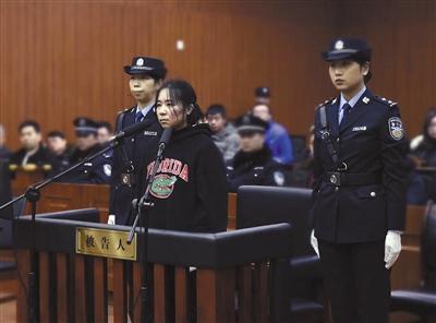 2月1日,莫焕晶在杭州中院受审。杭州市中级人民法院供图