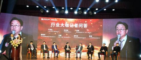 庆东纳碧安董事长金容范接受行业媒体采访(右三)