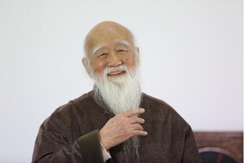 国画大师杨铭仪近照