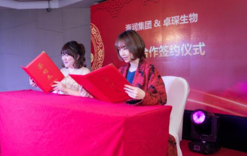 广州卓琛生物科技有限公司总经理方圆(左)