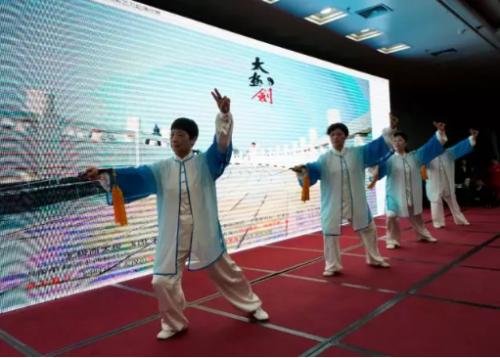 湖北老来寿消费者选送节目《太极剑》表演