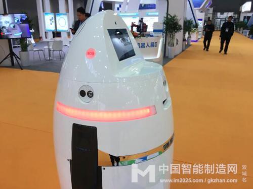 万为智能展出的ANBOT智能安保服务机器人