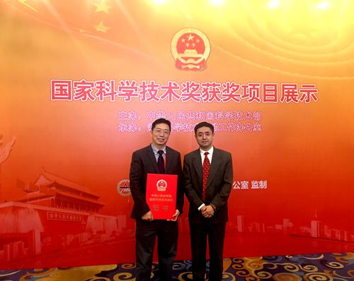 (左:西安交通大学博士生导师赵玉龙教授  右:定华电子总经理王瑞博士)