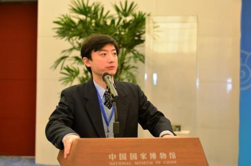 主办方中藏协国际艺委会王竹主委于国博白玉厅发表谈话