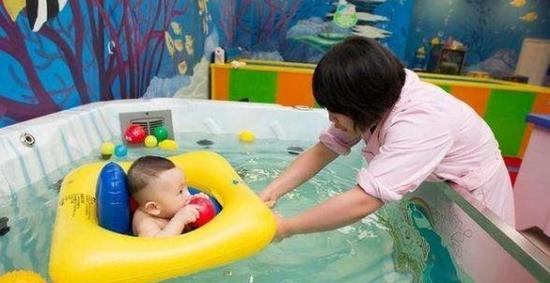 婴幼儿游泳是一项系统持续的运动