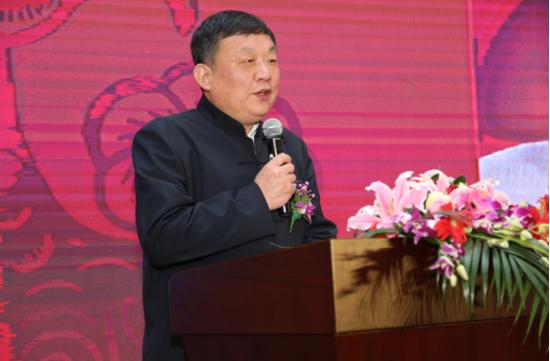 ▲中国收藏家协会副秘书长王邦华秘书长现场致贺词