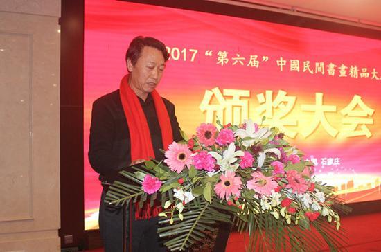 (中国民间书画研究会副会长刘占山宣读评奖规则)