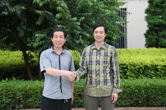 汉族王新宽(左)与回族马俊曦