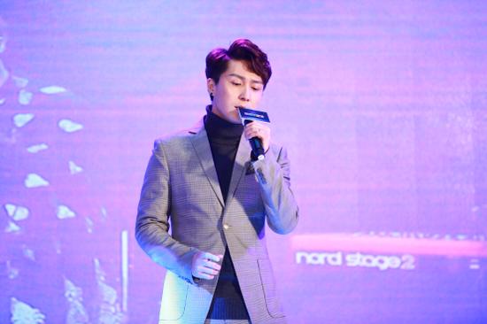 著名歌手、演员 章磊