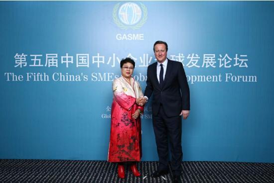张凤兰董事长与英国前首相戴维•卡梅伦合影
