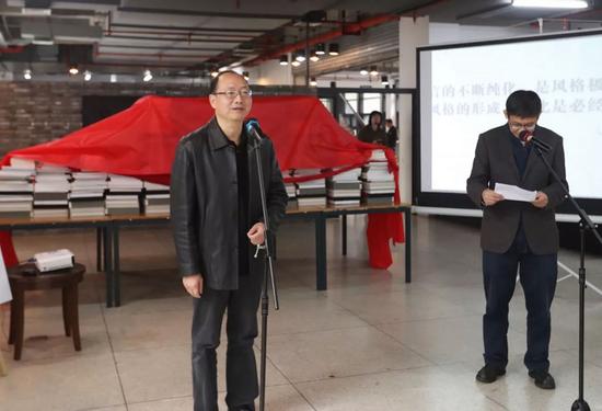 中国美术学院党委副书记胡钟华致辞