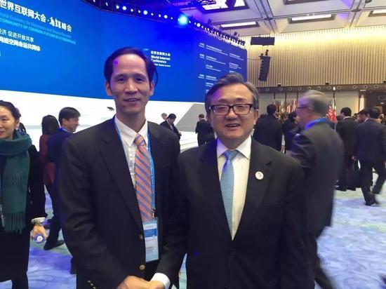华梦集团董事长兼CEO张幼标(左)与联合国副秘书长刘振民(右)