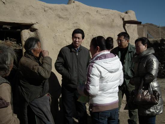 王新宽到甘南藏区贫困农村调研